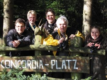 Die â��Göttinger Leinehänflingeâ�� (Silvio Paul, Jan Fleischfresser, Steffen Böhner, Mischa Drüner, Lisa Hülsmann) â�� von wegen allein im Wald!